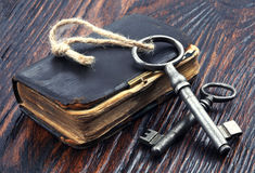 Old metal keys and vintage book Stock Photography