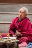 Old monk praying in Kathmandu Stock Photography