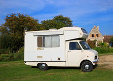 Old motorhome. Parked in a peaceful rural location Royalty Free Stock Photos