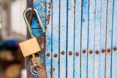 Old open padlock and key Royalty Free Stock Photos