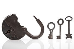 Old open padlock and keys Royalty Free Stock Photography