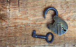Old padlock and key on wood Royalty Free Stock Photography