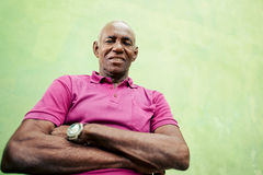 Portrait of elderly black man looking and smiling at camera Royalty Free Stock Photos