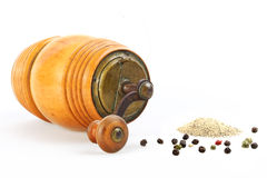 Old Pepper mill and pepper isolated Royalty Free Stock Photography