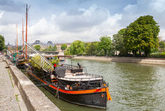 Old pleasure boats stand moored, Seine river coast in Paris, Fra Royalty Free Stock Photos
