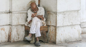 Old poverty stricken man sleeping Royalty Free Stock Photography