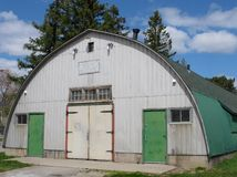 Old Quonset hut building Stock Photo