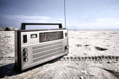 Old radio. On the beach - copy space Royalty Free Stock Photos