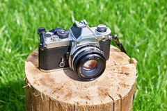 Old retro SLR camera on wooden brick Royalty Free Stock Images