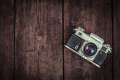 Old retro vintage camera on grunge wooden Royalty Free Stock Photography