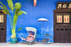 Old rickshaw tricycle near Fatt Tze Mansion. Georgetown, Penang, Malaysia – August 04, 2014: Old rickshaw tricycle near Fatt Tze Mansion or Blue Mansion royalty free stock photos
