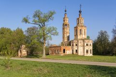 Old ruined Church of the 18th century in the village of Kolentsy, Russia stock images