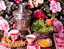 Free Old Russian Tea Kettle With Bagels Royalty Free Stock Photos - 26408898