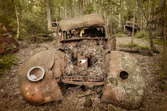 Old rusted scrap car in a forest Royalty Free Stock Photos