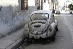 Old rusty car in the back alley in Havana, Cuba Stock Photo