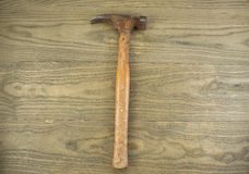 Old Rusty claw Hammer on aged wood Stock Images