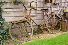 Old rusty dutch Bicycle Royalty Free Stock Photography