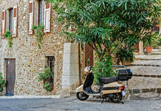 Old scooter in the courtyard Stock Photography