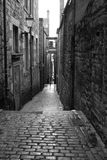 Old street in Edinburgh - black and white Royalty Free Stock Photography