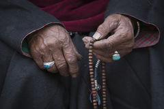 Old Tibetan woman holding buddhist rosary, Ladakh, India Royalty Free Stock Photos