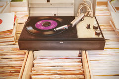 Old turntable on top of used vinyl lp records Stock Photos