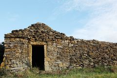 Old and typical stone hut in the vineyards of Beaujolais Stock Photos