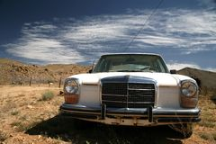 Old usa car in the desert Royalty Free Stock Photo