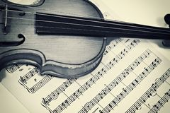 Old violin and musical notes Stock Photography