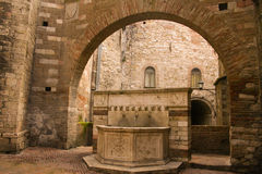 The old watering stop. Arch and drinking fountain in the old part of Perugia, Umbria, Italy Stock Photo