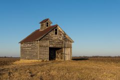 Weathered old barn in the late afternoon royalty free stock image