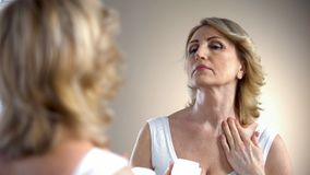 Free Old Woman Applying Nourishing Cream On Neck And Decollete Zone, Anti-age Care Stock Photo - 135480960