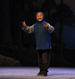 """The old woman hopes to liberate-Peking Opera """"Taking Tiger Montain By Strategy"""" Stock Photos"""