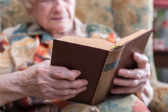 Old woman reading a book Royalty Free Stock Image