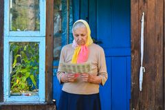 The old woman is reading the newspaper. stock images