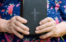 The old woman reads the bible Royalty Free Stock Image