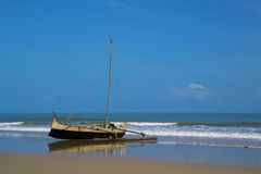 Old wooden canoe on the beach Royalty Free Stock Photography