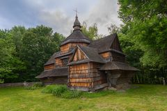 Free Old Wooden Church Among Dense Foliage In The Open-air Museum Pirogovo Stock Photos - 140719523