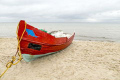 Old wooden fishermens ship at the beach Royalty Free Stock Photography
