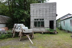 Old wooden house and wagon Royalty Free Stock Photos