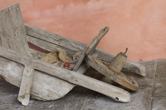 Old wooden wheelbarrow Royalty Free Stock Photos
