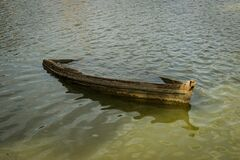 Free Old Wrecked Boat Submerged In Lake Stock Photo - 194486860