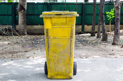 Old yellow recycling bin Royalty Free Stock Images