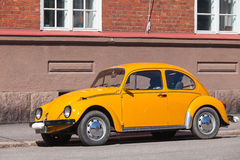 Old yellow Volkswagen beetle in the city Royalty Free Stock Images