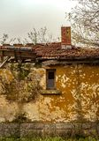 Olde derelict abandoned peasant house royalty free stock photos
