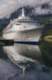 OLDEN/NORWAY 22ND JUNI 2007 - det Fred Olsen Line kryssningskeppet Bl Arkivbild
