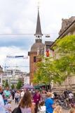 OLDENBURG TYSKLAND - JUNI 10, 2017: Sikt av klockatornet Lappan, Oldenburg, Tyskland vertikalt Royaltyfri Foto