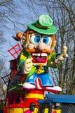 OLDENZAAL, НИДЕРЛАНДЫ - 6-ОЕ МАРТА: Гигантские диаграммы во время ежегодного парада масленицы в Oldenzaal, Нидерландах стоковые фото