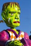 OLDENZAAL NEDERLÄNDERNA - MARS 6: Jätte- diagram under den årliga karnevalet ståtar i Oldenzaal, Nederländerna Royaltyfria Bilder