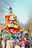 OLDENZAAL, NEDERLAND - MAART 6: Reuzecijfers tijdens de jaarlijkse Carnaval-parade in Oldenzaal, Nederland Royalty-vrije Stock Foto's