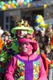 OLDENZAAL, PAÍSES BAJOS - 6 DE MARZO DE 2011: La gente en carnaval colorido se viste durante el desfile de carnaval anual en Olde Fotos de archivo libres de regalías